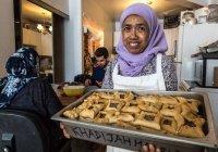 Пожилая мусульманка ежедневно кормит 300 человек