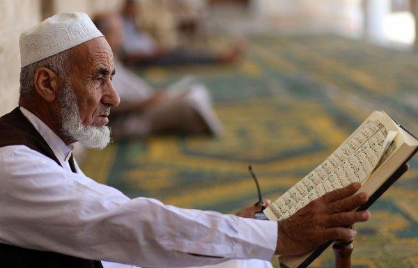 В это время в мечети находились сотни мусульман