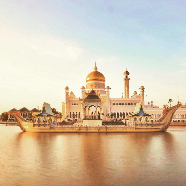 Увидеть, чтобы поверить: 10 мечетей, построенных на воде