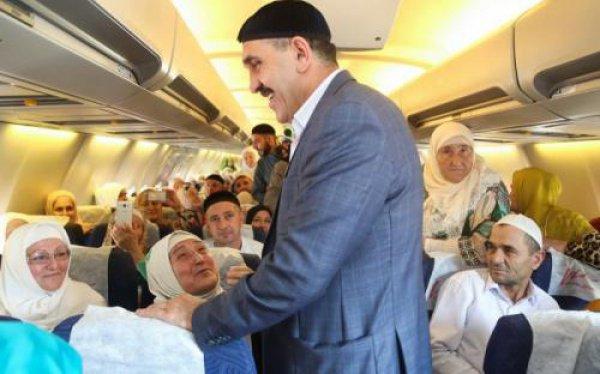 Перед вылетом ингушский лидер поднялся на борт лайнера