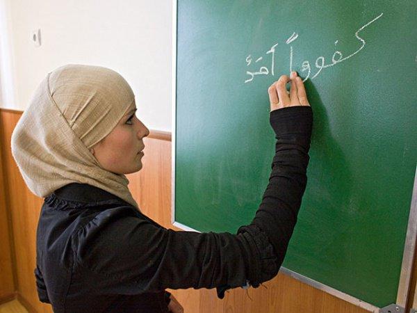«Во время месячных, женщина-преподаватель или женщина-ученик, могут читать Коран по слогам»