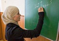 Может ли женщина во время месячных обучать чтению Корана других женщин?