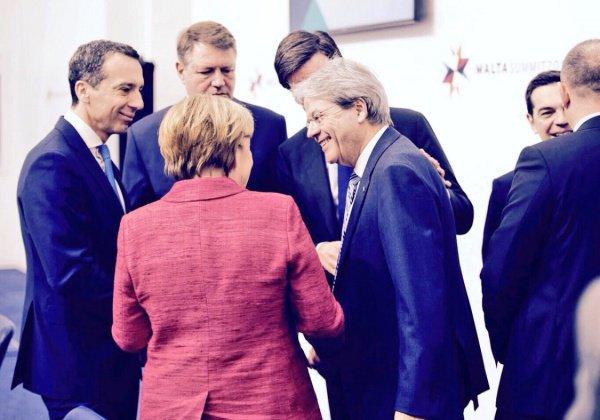 Лидеры европейских стран на саммите в Париже.
