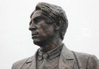 Памятник Хади Такташу открылся в Казани