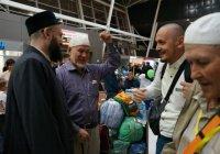 Камиль хазрат Самигуллин встретил первую группу татарстанских хаджиев (Фото)