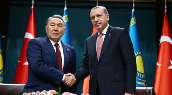 Эрдоган принимает участие в работе саммита ОИС в Астане.