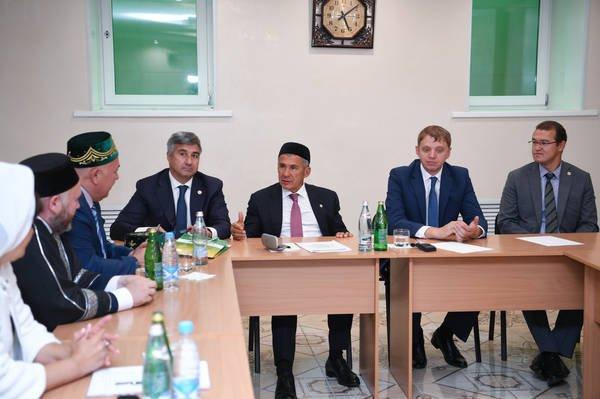 Рустам Минниханов посетил Соборную мечеть Барнаула (Фото)