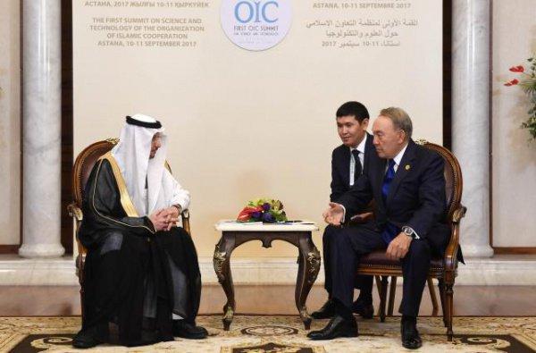 Встреча Нурсултана Назарбаева и Юсефа бен Ахмада аль-Осеймина.