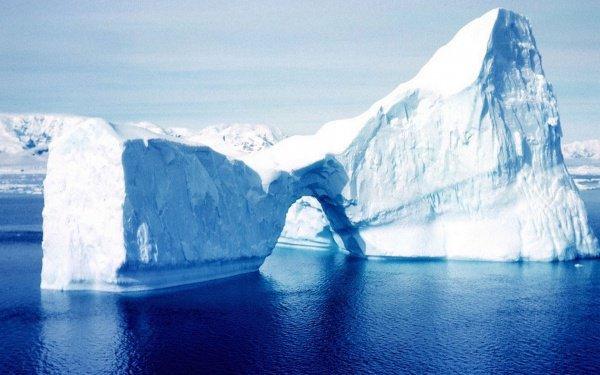 Это крупнейший айсберг в истории страны, чье направление движения удалось изменить