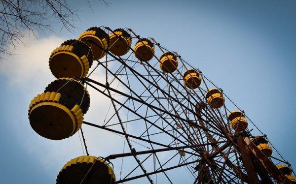 В результате аварии на Чернобыльской АЭС была сформирована 30-километровая территория, закрытая для свободного доступа- зона отчуждения