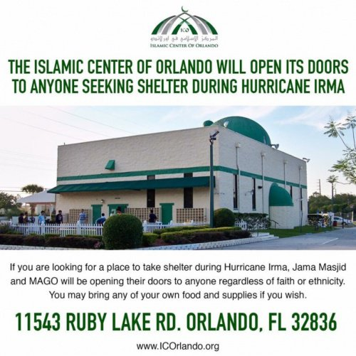 Мечеть открыла свои двери для пострадавших.