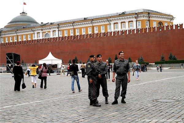 В полицию поступил звонок о бомбе на Красной площади.