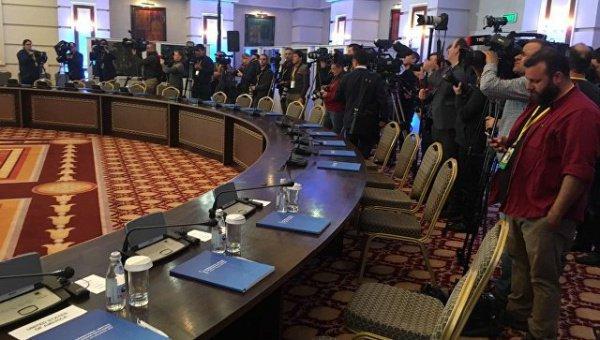 В Астане продолжается шестой раунд межсирийских переговоров.