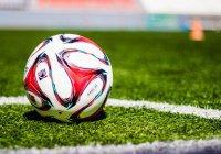Футбольный судья уклонился от мяча в стиле «Матрицы» (ВИДЕО)