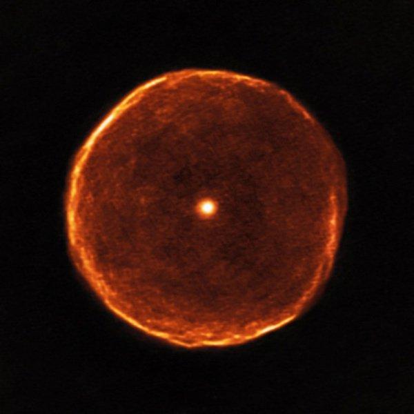 U Antliae — углеродная звезда 2700 лет назад прошедшая краткую стадию быстрой потери массы