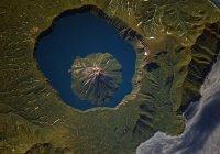 Из космоса сняли самый большой в мире 2-ярусный вулкан