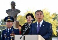 Минниханов открыл памятник погибшему в Сирии татарстанцу