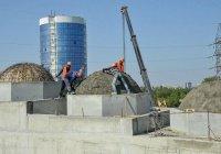 На главной мечети Крыма устанавливают купола