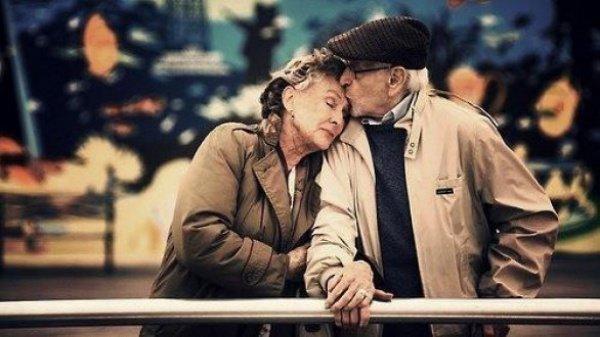 Чем больше муж или жена заботятся о своем партнере, тем дольше они будут жить