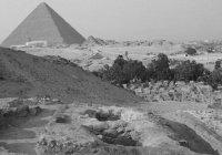 В возрасте ста сорока четырех лет Пророк Юсуф (с.а.) покинул этот мир…