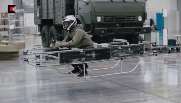 Аппарат оснащен 8 лопастями, которые расположены по периметру машины и работают от аккумулятора