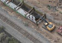 В США приступили к подбору образцов стены на границе с Мексикой