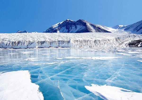 Нагреваясь, вода греет воздух, и теплые потоки достигают стратосферы
