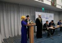 Муфтий РТ вручил именные стипендии отличникам учебы