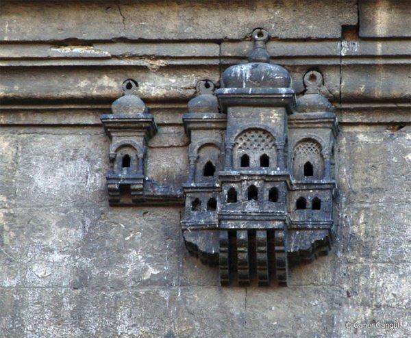 Эти домики называли птичий дворец, голубятня, воробьиный дворец.