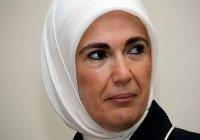 Супруга Эрдогана выступила против кесарева сечения