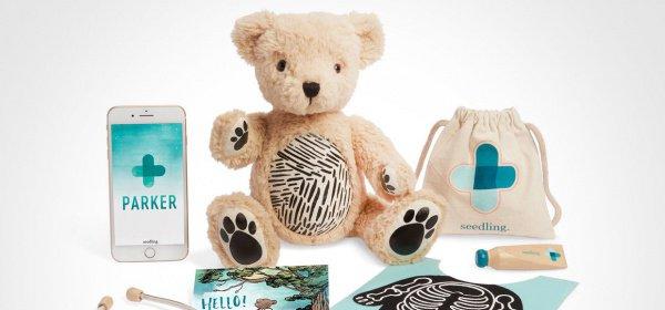Фактически, это обыкновенный плюшевый медведь с 2 накладками-фартуками и деревянными инструментами врача