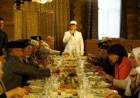Гекдениз Карадениз поздравил казанских ветеранов (Фото)