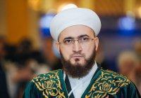 Муфтий Татарстана подарил королю Коран казанского издания