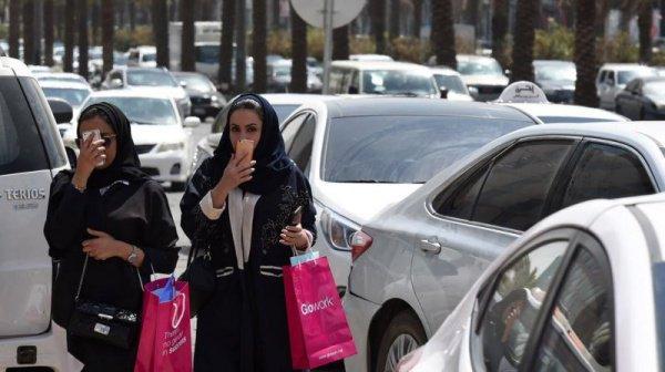 Автомобильные бренды активно рекламируют свои модели, обращаясь непосредственно к саудовским женщинам
