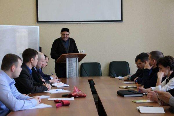 Первое занятие по дисциплине «История ислама в России» для слушателей курса провел ректор РИИ Рафик Мухаметшин
