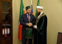 Верховному судье Палестины подарили Коран и тюбетейку (ФОТО)