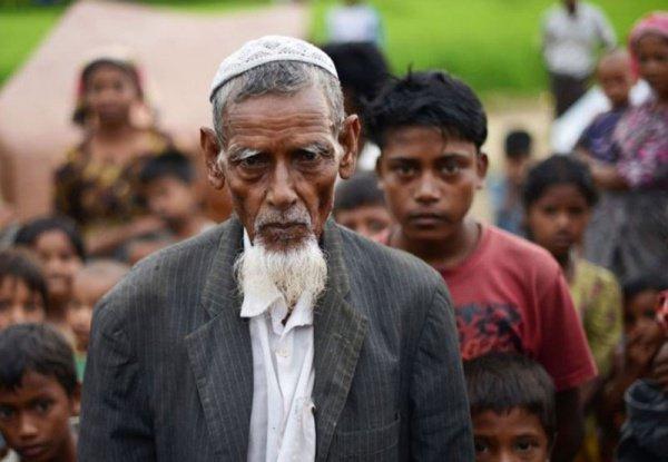 Беженцы-рохинья продолжают прибывать в лагеря в город Кокс-Базар в Бангладеш