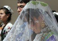 В Таджикистане осуждены родители, поженившие своих несовершеннолетних детей