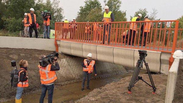 Состоит конструкция из 800 слоев бетона и может выдержать вес сразу 40 грузовиков
