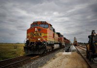 Уснувшую на путях жительницу США переехал поезд, но она выжила