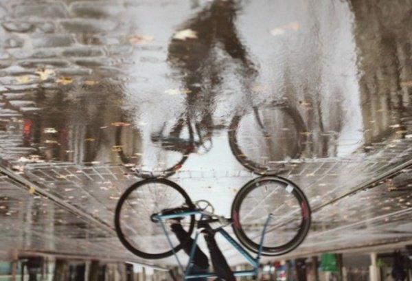 Предполагается, что на смену подобным автомобилям должны прийти велосипеды и электротранспорт