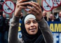 В Индии мусульманкам запретили селфи