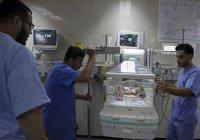 В Газе пытаются спасти сиамских близнецов (Видео)