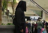 Маскарадный костюм вызвал панику в торговом центре