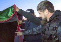Кадыров показал бесценный подарок из Киргизии (ФОТО)