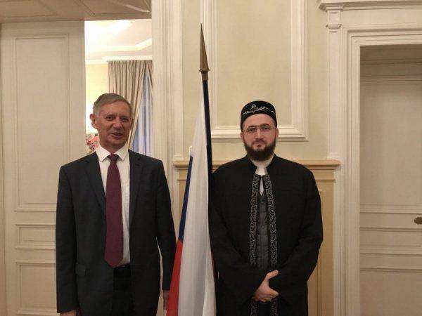 Духовный лидер познакомил российского дипломата с деятельностью и перспективами развития ДУМ РТ