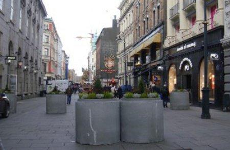 Массивные клумбы установлены на наиболее оживленных улицах Осло.