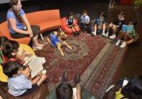 В ОАЭ школьников учат читать при помощи собак
