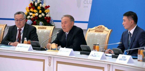 Президент Казахстана на заседании Астанинского клуба экспертов.
