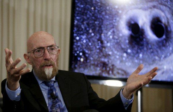 Существование гравитационных волн открыли в 2015 году, они появляются во время столкновения сверхмассивных космических тел